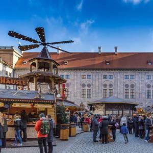 Das Weihnachtsdorf im Kaiserhof der Residenz in München
