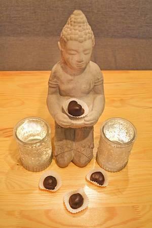 Datteln und Nüsse in Schokolade von Buddha