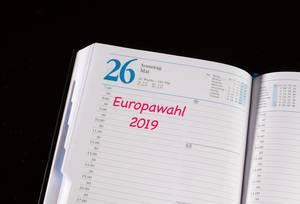 Datum der Europawahl 2019 im Kalender eines Notizbuchs makiert