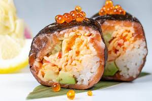 Deluxe roll with snow crab and salmon (Flip 2019)