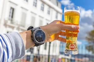 Den Sommer mit einem Bier genießen