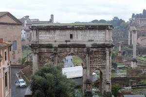 Der antike Triumphbogen in Rom
