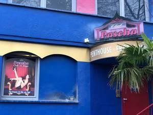 Der Eingang vom Pascha Nightclub in Neuehrenfeld, Köln: eins von den größten Laufhäusern Europas