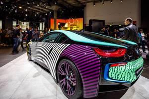 Der neue BMW i8 im Memphis Style von Lapo Elkann  bei der IAA 2017