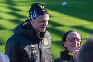 Der norwegische Stürmer Erling Haaland lernt die BVB Fans beim öffentlichen Training kennen