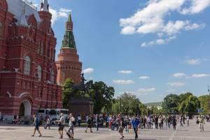 Der rote Platz mit vielen Touristen