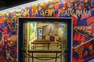 """Der Schriftzug im Spielertunnel des Fußballmuseums """"Som la gent Blaugrana"""" - """"Wir sind das Barca-Volk"""" auf katalanisch und ist Teil der FC Barcelona Hymne"""