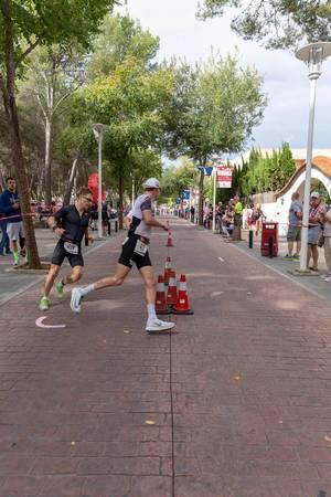 Der Wendepunkt eines Triathlons in Paguera, Julian Hegg und Jesper Nybo Riis kämpfen um die Position