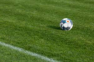 Derbystar Ball auf dem Trainingsrasen von Borussia Dortmund