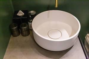 Design-Waschbecken im Badezimmer vom Jams Music & Design Hotel in München, Bayern