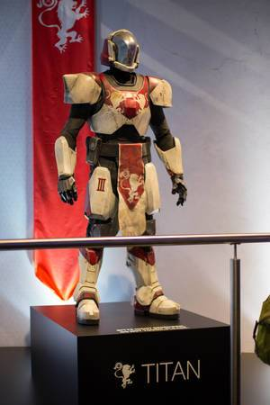 Destiny 2 Cosplay Outfits Titan bei der Gamescom 2017