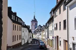 Deutsche Gasse Kölner Straße mit Blick auf eine evangelische, gotische Kirche
