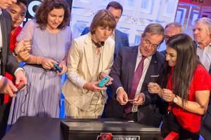 Deutsche Politiker beim Spielen auf der Gamescom 2018