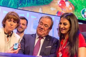 Deutsche Politiker pro Videospiele. Armin Laschet und Henriette Reker auf der Gamescom 2018
