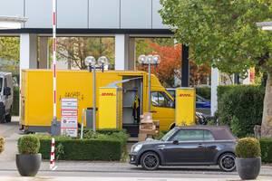 DHL Paketlieferung in der Stadt