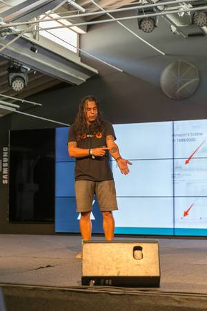 Didi Taihuttu from Bitcoin family showing his BTC bitcoin tattoo at Digital Nomad Festival DNX in Lisbon