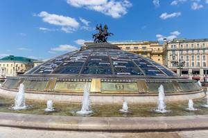 Die Fontäne World Clock Fountain in Moskau