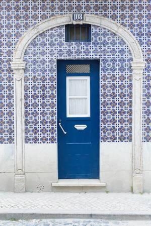 Die für Lissabon typischen blauen Türen
