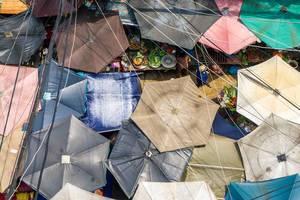 Die gespannten Segel-Dächer des Chinatown Markt von oben in Ho Chi Minh