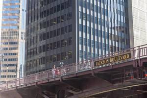 Die Jackson Boulevard Klappbrücke: eine der zahlreichen beweglichen Brücken über den Chicago River