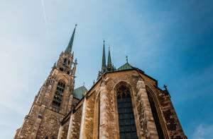 Die romanische Kathedrale St. Peter und Paul auf dem Petrov-Hügel in Brünn, Tschechien