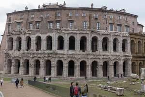 Die Ruinen des Teatro di Marcello in Rom
