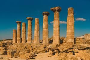 Die Ruinen des Tempels des olympischen Zeus in Agrigent, Italien