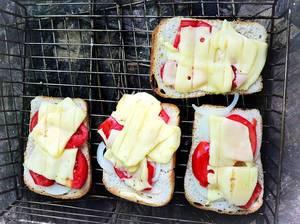 Die Sandwiches auf dem Grill