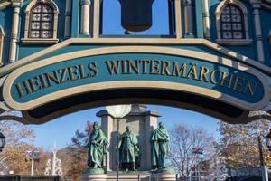 Die Schrift - Heinzels Wintermärchen mit Blick auf drei Statuen