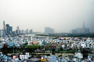 Die Skyline von Ho Chi Minh während eines Regentages