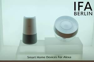 """Die Smart Home Geräte und Sprachassistenten für Alexa, ausgestellt vor weißem Hintergrund, neben dem Text """"IFA BERLIN"""""""