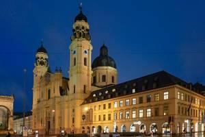Die Theatinerkirche: die katholische Kirche St. Kajetan und Adelheid in München