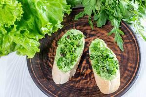 Diet breakfast - sandwiches with avocado guacamole (Flip 2019)