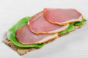 Diet sandwich with Romaine lettuce and ham