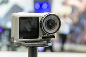 Digital DJI Osmo action camera, waterproofed, for 4K HDR-Video and with two screens