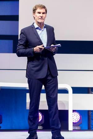 Digital X in Köln: Carsten Maschmeyer auf der Bühne