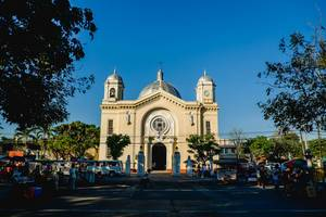 direkter blick auf die silay citys kathedrale