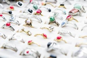Diverse Ringe im Geschäft