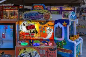 Diverse Spieleautomaten für Kinder beim Afytos-Park