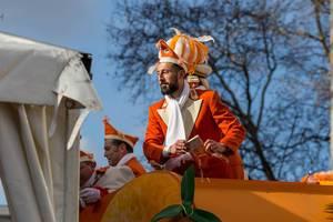 Dominic Maroh fährt auf dem Präsidentenwagen der Appelsinefunke - Kölner Karneval 2018