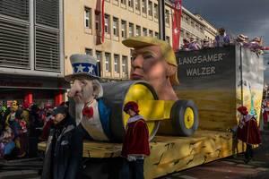 "Donald der ""langsame"" Walzer Trump beim Rosenmontagszug - Kölner Karneval 2018"