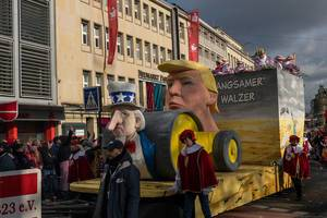 Donald Trump Wagen beim Rosenmontagszug - Kölner Karneval 2018