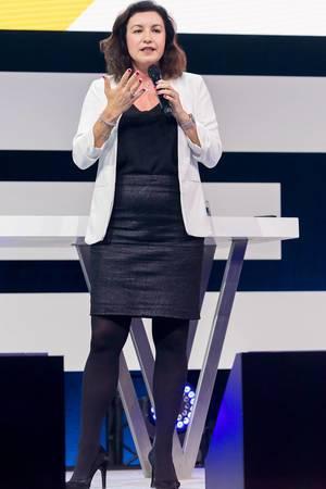 Dorothee Bär gestikuliert während ihres Vortrags auf der Digital X Bühne in Köln