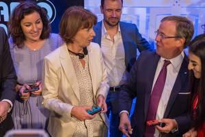 Dorothee Bär, Henriette Reker, Felix Falk und Armin Laschet zocken auf der Gamescom 2018