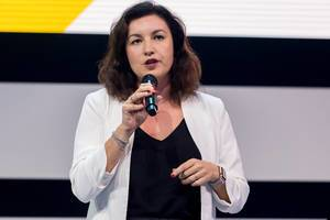 Dorothee Bär, member of the Merkel government and responsible for digitalisation in Germany, addresses a large expert audience at the Digital X convention in Cologne