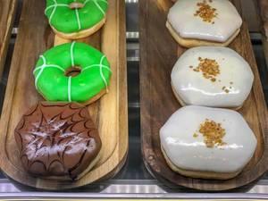 Doughnuts mit diversen Glasuren