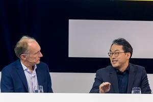 Dr. Alex Jinsung Choi im Gespräch mit World Wide Web Begründer, Sir Tim Berners-Lee, auf der Digital X Bühne in Köln