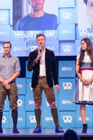 Dr. Christian Saller hält Rede - mit Laura Grimmelmann und Christopher Steinau