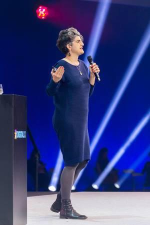Dr. Shermine Voshmgir, Direktorin Cryptoeconomics Research Lab auf der Digital X Bühne in Köln
