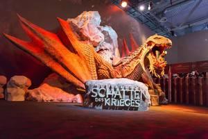 Drachen-Skulptur am Stand von Mittelerde: Schatten des Krieges - Gamescom 2017, Köln